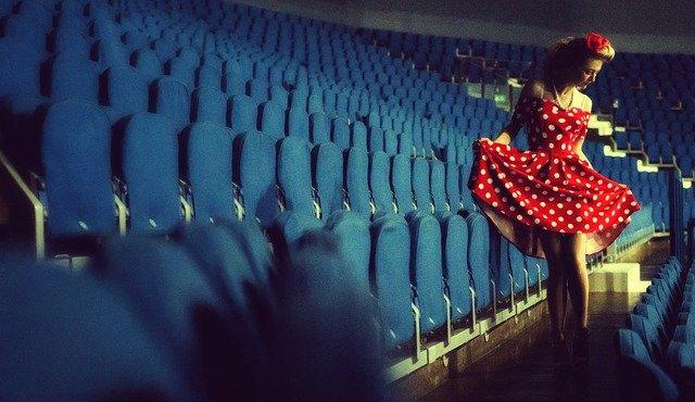 žena u sedaček
