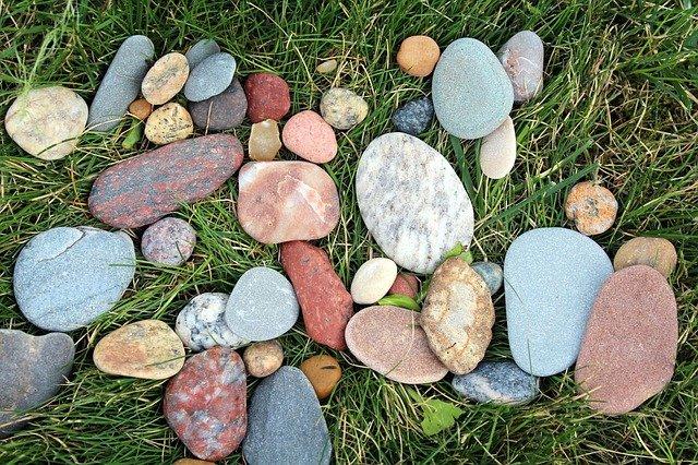 Bez kamene ani ránu