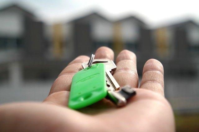 štítek na klíčích