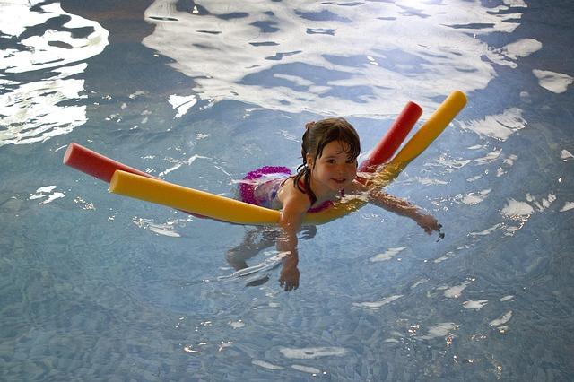 plavání holčičky