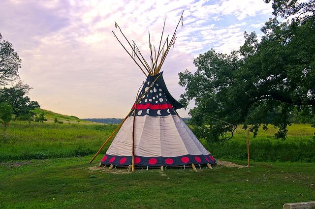 zdobené indiánské Teepee.jpg