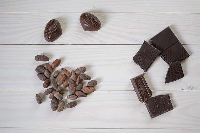 bonbony, čokoláda a kakaové boby