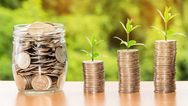 ilustrace splátek a poplatků u půjčky