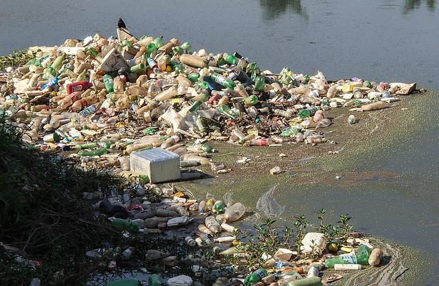 odpad v podobě plastu